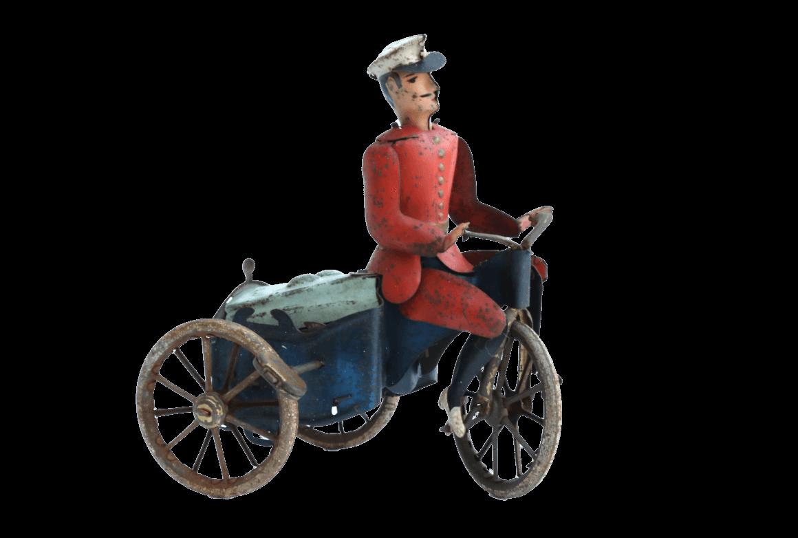 """Liefer-Fahrradfahrer """"Mars"""", Blechfigur des Brandenburger Spielzeugherstellers Ernst Paul Lehmann, Foto: © Brandenburg-Preußen Museum Wustrau"""