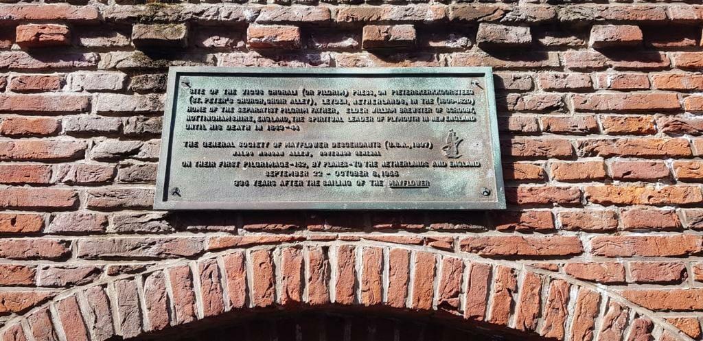 Gedenktafel erinnert an die Pilgrim Fathers