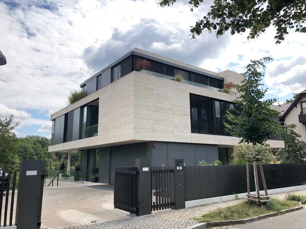 Eine der neuen Bauten am Griebnitzsee