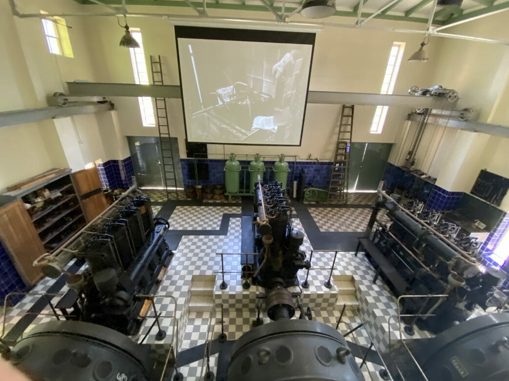 Blick in das Krafthaus des Schiffshebewerkes